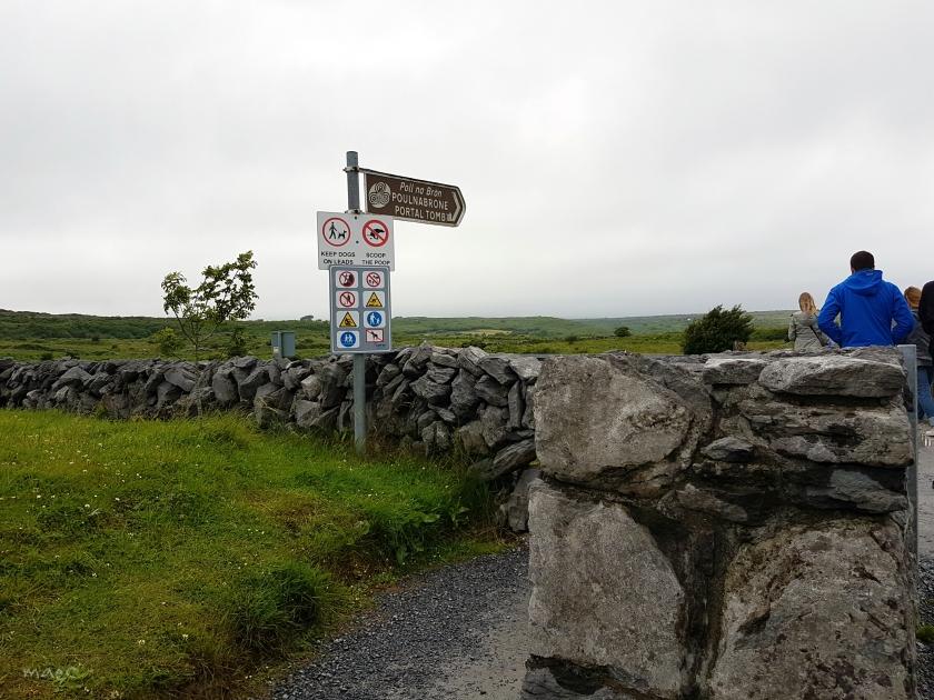portal tomb sign